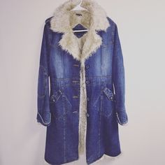 Steve madden Jean jacket with fur lining Steve madden Jean jacket with the fur lining size small, fits more like an extra small Steven by Steve Madden Jackets & Coats