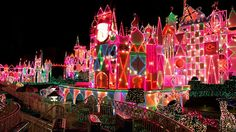 Christmas Lights ¸.•♥•.  www.pinterest.com/WhoLoves/Christmas  ¸.•♥•.¸¸¸ツ #Christmas #lights