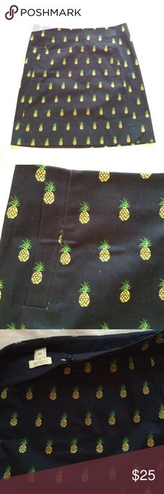 Pineapple skirt J. Crew with pockets! Pineapple-patterned skirt from J. Crew. Gently worn. Concealed zipper and hook at back. HAS POCKETS!! J. Crew Skirts Mini
