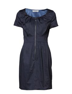 POISDRESS - Dress from Soaked in Luxury in a elegant matte finish. It has short sleeves and a defined waistline. The dress closes with a full front zipper.