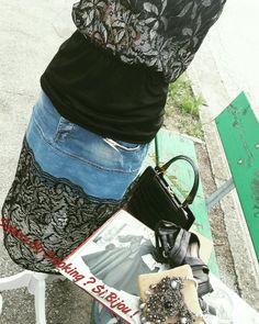 Gonna di jeans fatta a mano con pizzo nero e top ,moderno retrò si incontrano