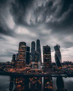 "потрясающий кадр: шторм над ""Москва-Сити"""