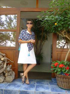 Kofferkleidung! Reisekleidung soll schön und praktisch zugleich sein. Hier vorgestellt ein Seidenkleid im Knitterlook mit Poncho. Entspannt an den Strand oder chic in die Stadt! DIY Nähen Reise Travel Fashion Design