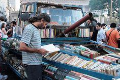 Ein zur Bücherei umgebauter Panzer. Das nenn ich einen Hingucker!