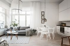 Un pièce de vie claire, fraîche et vivifiante... une chambre juste un peu plus foncée et intime, parfaitement reposante.