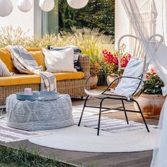 Top Popular Decor Styles for Outdoor Living Spaces Outdoor Curtains, Outdoor Rugs, Outdoor Sofa, Outdoor Spaces, Outdoor Living, Outdoor Decor, Teak Outdoor Furniture, Furniture Upholstery, Furniture Usa
