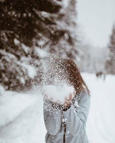 Sylwia Wyrwicka on Can not imagine winter wonderland without snow . Na dobry sen, troch lekkiego puchu . Winter Instagram, Photo Instagram, Tumblr Photography, Winter Photography, Winter Girl, Winter Snow, Winter Drawings, Winter Illustration, Christmas Aesthetic