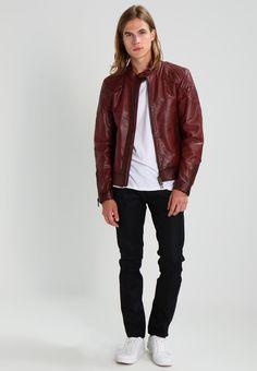 ¡Consigue este tipo de chaqueta de cuero de BELSTAFF ahora! Haz clic para ver los detalles. Envíos gratis a toda España. Belstaff OUTLAW DAVID BECKHAM Chaqueta de cuero oxblood: Belstaff OUTLAW DAVID BECKHAM Chaqueta de cuero oxblood Premium   | Material exterior: 100% cuero | Premium ¡Haz tu pedido   y disfruta de gastos de enví-o gratuitos! (chaqueta de cuero, leather, suede, suedette, faux leather, polipiel, biker, ante, de cuero, lederjacke, chaqueta de cuero, veste en cuir, giacca i...
