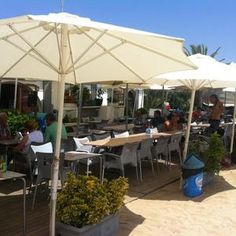 L Ona Restaurant On The Beach At Premia Del Mar Just North Of Barcelona Just A Great Place Huge Fan Restaurant On The Beach Restaurant Great Restaurants