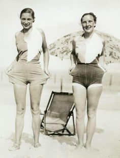 New Virginia Beach, 1932 Pin Up Vintage, Vintage Beach Photos, Vintage Girls, Vintage Photographs, Vintage Beauty, Vintage Outfits, Vintage Bathing Suits, Vintage Swimsuits, 1930s Fashion