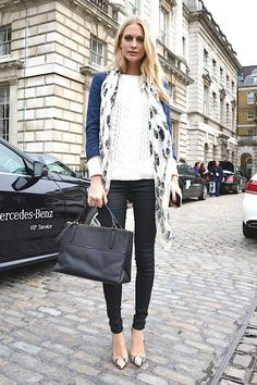 Layers : black skinnies, cable knit sweater, blue blazer, long scarf, and print heels