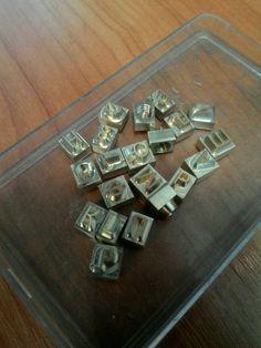 Купить или заказать КЛИШЕ ДЛЯ ТИСНЕНИЯ Алфавит 33 буквы в интернет-магазине на Ярмарке Мастеров. Изготовлю алфавит для тиснения на коже. Он превосходен для нанесения информации на кожанные изделия, а также используется как штамп для мыла, сургуча и для выжигания по дереву. Пользоваться таким клише легко, необходимо всего лишь нагреть и прижать его к заранее подготовленной поверхности на 2-3 сек. Буквы съёмные, навинчиваются на жало паяльника. Стоимость определяется в зависимости от размера…