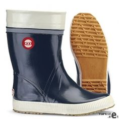 Another rain boot pair of mine from Finland. Boot Storage, High Top Sneakers, High Heels, Wellington Boot, Hunter Boots, My Wardrobe, Fashion Boots, Rubber Rain Boots, Dark Blue