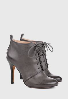 """Sole Society """"Glenna"""" almond toed lace up oxford bootie wit cut pull tab detail. perfect for fall! Grey Booties, Bootie Boots, Shoe Boots, Ankle Boots, Women's Shoes, Look Fashion, Fashion Shoes, Womens Fashion, Cute Shoes"""