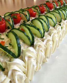 Liian hyvää -blogi täytti maaliskuulla kokonaisen vuoden :) Blogini suosituin teksti vuoden aikana on ollut kinkkuvoile... Sandwich Cake, Sandwiches, Food N, Food And Drink, Lemon Curd, High Tea, Fruits And Vegetables, Cheesecakes, Cucumber