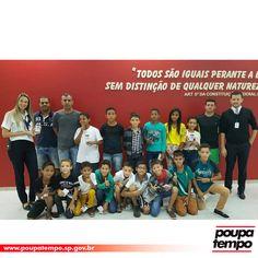 O Poupatempo São José do Rio preto teve a satisfação de receber 20 estudantes da cidade de Ubarana-SP, que chegaram com o professor, Anderson Fernando para tirar o primeiro RG. Os alunos participarão de um campeonato de futebol da cidade e por isso precisavam do documento oficial de identificação.