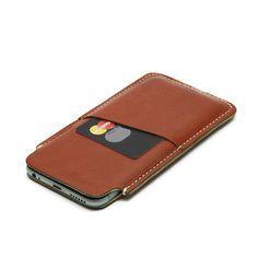 Capa em couro para iPhone 6.Interior macio e suave em raspa de couro suíno.Finalização de costuras feito a mão. Bolso externo.Feito à mão no Brasil.