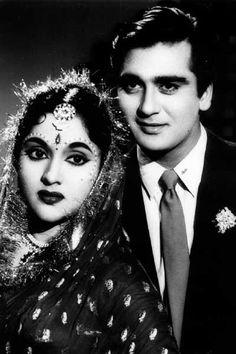 Vyjayanthimala and Sunil Dutt. Hindi Actress, Indian Film Actress, South Indian Actress, Indian Actresses, Vintage Bollywood, Indian Bollywood, Bollywood Stars, Sunil Dutt, Film Icon