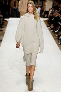 Chloé Fall 2014 RTW - Runway Photos - Fashion Week - Runway, Fashion Shows and Collections - Vogue Chloe Fashion, Fashion Week, Fashion Show, Fashion Design, Paris Fashion, Runway Fashion, Review Fashion, 2014 Trends, Chloe Paris