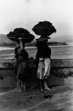 Noia, A Coruña, España Matilda, Romantic Images, Old Photography, Europe Fashion, Female Photographers, Human Condition, Old Pictures, Vintage Images, Folklore