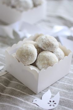 Italian wedding cookie recipe - perfect as traditional wedding favors but delicious all year round!
