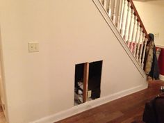 Tutorial for dog house under stairs... amazing finished product.  Affordable if you can do it yourself.