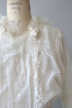 Antique 1910s Edwardian white cotton dress with lovely floral embroidery, lace ruffled sleeves, crochet cotton buttons, fitted waist and lots of snaps closures.  --- M E A S U R E M E N T S ---  fits like: extra small bust: 37 waist: 25 hip: 38 length: 52 brand/maker: n/a condition: very good, two faint rust spots on bust  to ensure a good fit, please read the sizing guide: http://www.etsy.com/shop/DearGolden/policy  ✩ layaway is available for this item  ✩ m...