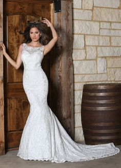 DaVinci Bridal lace wedding gown. #rustic #bride