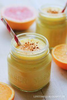 Orangen-Mango-Smoothies 2 Portionen  3/4 Mango  1 1/2 ausgepresste Orangen 1 Banane 3 El Griechischer Joghurt etwas Buttermilch Zimt Yummy Smoothies, Breakfast Smoothies, Smoothie Drinks, Mango Smoothies, Mango Desserts, Dessert Drinks, Dessert Recipes, Veggie Juice, Weight Loss Smoothie Recipes