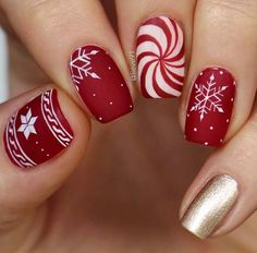 Winter Nail Art - Nails white gold on red nails, snowflake nail art designs , winter nails - Cute Christmas Nails, Christmas Nail Art Designs, Xmas Nails, Winter Nail Designs, Winter Nail Art, Holiday Nails, Red Nails, Christmas 2019, Santa Nails