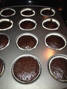 How to Bake Moist Chocolate Cake/Cupcake Snap Food, Food Snapchat, Cupcake Heaven, Vegetarian Chocolate, Food Cravings, Places To Eat, Beautiful Cakes, Food Photo, Chocolate Cake