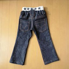 free pattern for boys' jeans (size 100-120cm)! Site is in Japanese and though google translate is hilarious, it is not at all helpful, but there are many step-by-step photos.