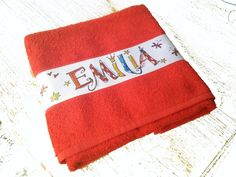 NEU! Rotes Handtuch mit Namen von RosiRosinchen via dawanda.com