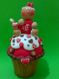 Gingerbread girl on cupcake Clay Pen, Fimo Clay, Polymer Clay Charms, Polymer Clay Art, Christmas Gingerbread, Christmas Crafts, Christmas Decorations, Christmas Ornaments, Clay Crafts