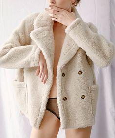 Мода и красота: wish list января Fur Fashion, Fashion Books, Fashion Week, Winter Fashion, Fashion Outfits, Womens Fashion, Fur Collar Jacket, Shearling Jacket, Classy Outfits