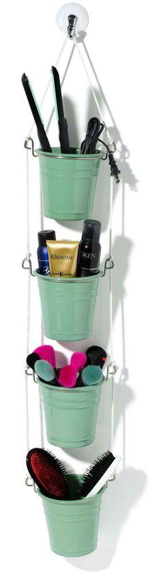 Seile und FINTORP-Besteckständer sind eine kreative Art, um im Badezimmer Stauraum an der Wand zu bekommen.