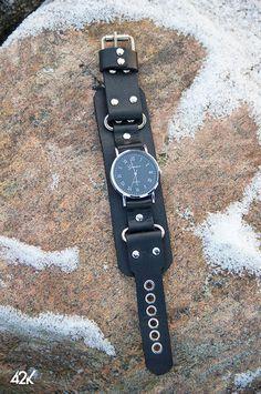 Купить или заказать Часы  и ремешки кожаные в интернет-магазине на Ярмарке Мастеров. Часы в наличии. Кварцевый механизм, на батарейке, на широком кожаном ремешке в виде напульсника с металлической фурнитурой. Возможно изготовление ремешков под ваши часы или переставить понравившиеся часы на другой ремешок. Обсуждаемо! Leather Diy Crafts, Leather Bags Handmade, Leather Craft, Leather Necklace, Leather Jewelry, Calf Leather, Leather Men, Oversized Watches, Apple Watch Leather Strap