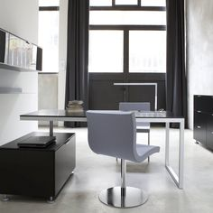 Everywhere even has options for your office.  Here, Everywhere is complemented by our Sala chairs.