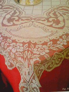 Квадратная скатерть с цветами крючок