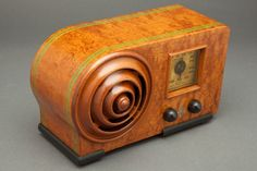 "Emerson AX-212 ""Bulls-Eye"" Art Deco Sakhnoffsky Designed Radio"