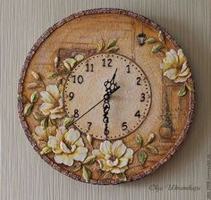 """Esté pendiente de lo hecho a mano en casa.  Masters Feria - hecho a mano.  Comprar Relojes """"Calle vieja"""" volumen de Rose.  Hecho a mano.  Beige Clock Art, Diy Clock, Clock Decor, Ceramic Tile Crafts, Shabby Chic Wall Clock, Wall Clock Design, Diy Crafts Jewelry, Wooden Clock, Ceramic Flowers"""
