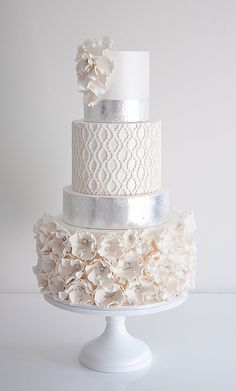 These gorgeous wedding cake pictures are sure to inspire your wedding cake design. From simple to elegant to chic wedding cakes, there is something for every taste - no pun intended. Elegant Wedding Cakes, Cool Wedding Cakes, Beautiful Wedding Cakes, Gorgeous Cakes, Wedding Cake Designs, Pretty Cakes, Wedding Cake Toppers, Amazing Cakes, Wedding Cupcakes