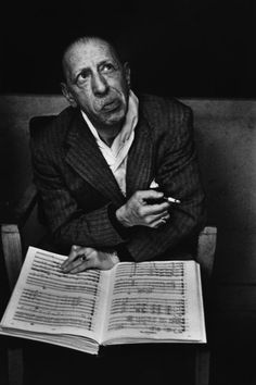 Contemplating notes - Igor Stravinsky