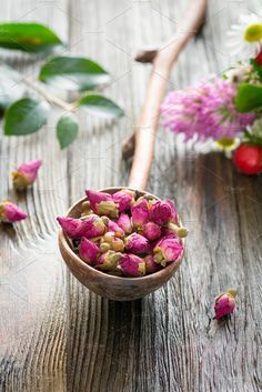 Dry pink rose tea buds herbal medicine product for wellness and healthy lifestyle. Yoni Steam Herbs, Edible Roses, Tea Culture, Tea Packaging, Fall Wallpaper, Rose Tea, Rose Photography, Wooden Spoons, Herbal Medicine