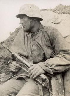 Grenadier of the Waffen-SS Ww2 Pictures, Ww2 Photos, German Soldiers Ww2, German Army, Luftwaffe, Germany Ww2, German Uniforms, Prisoners Of War, Red Army