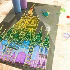 ダイソーやセリアなどの100均で手に入るガラス絵の具。 これを使って、ステンドグラス風のフレームやシールなど、様々なインテリアアイテムを作れるってご存知でしたか? 子どもにも楽しめるから、夏休みの自由工作などにもオススメです♪・・・