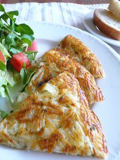 ◆チーズインハッシュドポテト◆   付け合せ的イメージのハッシュドポテトも、チーズを入れて大きめに切ってた~っぷりサラダと一緒に出せば立派なメインに!休日のブランチや女友達を呼んでのランチにいかが?外はカリカリ、中はほんのりシャキシャキです。