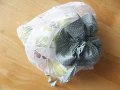 BARABASCA MADE: NÁVODY A ŠABLONY Baby Shoes, Sewing, Bag, Dressmaking, Couture, Baby Boy Shoes, Stitching, Sew, Bags