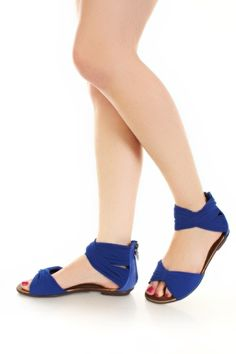 I generaly hate sandals, but these seem cool.