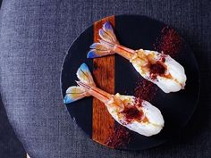 Here's taking a look at few innovative,smart and creative food plating ideas. These are real steals!Simplicity is the key. That's the best pointer to succeed in plating ideas.
